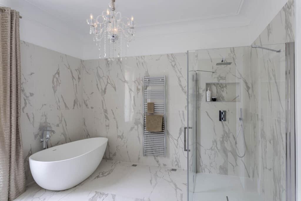 Conception de salle de bains avec grande baignoire, by Christiansen Design, Architecte d'intérieur et Décorateur à Paris, Yvelines, Hauts de Seine, Provence